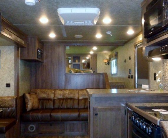 2020 Lakota Charger 4 Horse Living Quarters full