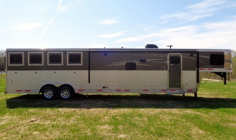 2017 Lakota Charger 4 Horse Living Quarters full