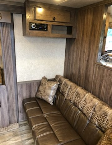 2019 Lakota Charger 3 Horse Living Quarters full