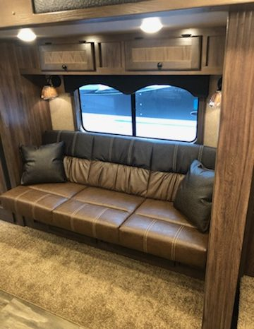 2020 Lakota Charger 4 Horse Living Quarters full
